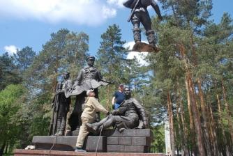 Памятник первостроителям. Установка. _7